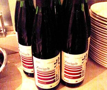 参加者らは「北海道ワイン」のワインと料理を楽しんだ